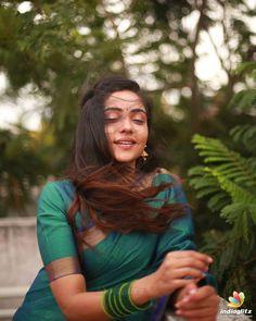 Beautiful Girl In India, Beautiful Girl Image, Beautiful Saree, Korean Beauty Girls, Beauty Full Girl, Beautiful Bollywood Actress, Most Beautiful Indian Actress, Teen Girl Photography, Indian Photoshoot