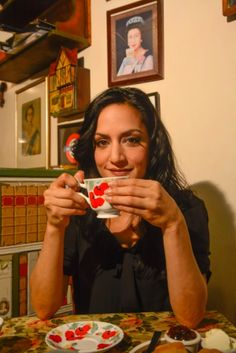 Archi Panjabi (The Good Wife) drinking tea at a tea shop in Greenwich Village, NY. #celebrities #tea