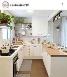 Top 5 Inexpensive kitchen Room ideas Cozy kitchen designed by . Kitchen Room Design, Home Decor Kitchen, Interior Design Kitchen, Kitchen Furniture, Home Kitchens, Cozy Kitchen, Cuisines Design, Küchen Design, Kitchen Remodel
