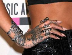 Rihanna Jewelry Details at AMA 2013