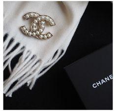 Cheap Jewelry, Custom Jewelry, Jewelry Accessories, Fashion Accessories, Jewelry Design, Designer Jewellery, Mom Jewelry, Broche Chanel, Estilo Coco Chanel