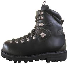 Gerlach Men's Shoes, Shoe Boots, Mountaineering Boots, Great Mens Fashion, Boots And Leggings, Mens Winter Boots, Designer Boots, Tall Boots, Fashion Boots