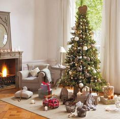 Decoración de salón navideña en color gris