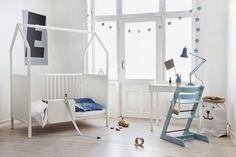 Stokke Home: A Modular, Multifunctional Nursery - Design Milk Nursery Furniture, White Furniture, Modern Furniture, Best Baby Cribs, Canapé Design, House Beds, Nursery Design, Furniture Arrangement, Kid Spaces