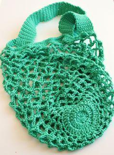 Crochet One skein crochet mesh bag - free pattern from Zeens and Roger. Love, skein crochet mesh bag - free pattern from Zeens and Roger. One skein crochet mesh bag - free pattern from Zeens and Roger. One Skein Crochet, Bag Crochet, Crochet Shell Stitch, Crochet Market Bag, Crochet Handbags, Crochet Purses, Filet Crochet, Crochet Stitches, Crochet Patterns