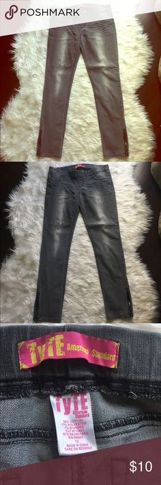 Gray jeggings Gray jeggings with zippers at each ankle. Size 13 Jeans Skinny