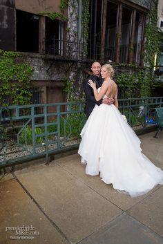 Nicole & Eric's Simple & Modern Wedding at the Hyatt | Premier Bride Wisconsin