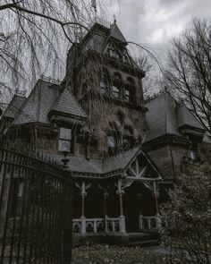 Spooky Little Girl: Photo Gothic Aesthetic, Slytherin Aesthetic, Dark Fantasy, Dark Castle, Vintage Goth, Dark Paradise, Gothic House, Victorian Gothic, Victorian Homes
