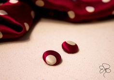 Orecchini piccoli bordeaux con pois bianco  di Barbara Del Rio su DaWanda.com