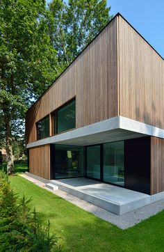 Exposed foundation finish to match the platform conc. paving+ceiling/trim/u Wooden Cladding Exterior, Architecture, Home Art, Facade, House Plans, New Homes, Real Estate, Construction, House Design