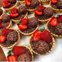 Sweet Recipes, Cake Recipes, Snack Recipes, Dessert Recipes, Cute Desserts, Delicious Desserts, Yummy Food, Kreative Snacks, Football Food