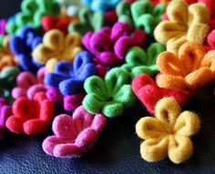 A big bunch of felt daisies! | Odile Gova | Flickr