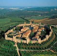 Monteriggioni,  Siena, Tuscany, Italy.  https://www.facebook.com/castles.europe.3/photos/a.1454255021525566.1073741825.1454254988192236/2020600431557686/?type=3&theater