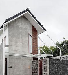 31 Trendy Ideas for exterior building facade spaces Modern Tropical House, Tropical House Design, Minimalist House Design, Modern House Design, Facade Architecture, Residential Architecture, Minimalist Architecture, Building Facade, Building Design