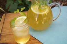Honey Mint Green Iced Tea. So refreshing and so good for you for an icy summer drinks. Mom's Kitchen Handbook