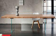 Tavolo di design in legno e cristallo