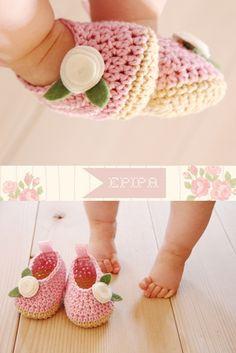 crocheted baby booties. pinned for inspiration. pattern for sale. German, Deutsche Anleitung zum Verkauf
