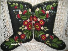Who knew that making felt boots was such a big deal in Russia! These decorated felted boots are the nicest example.
