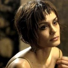 Shannon Marie Sossamon (n. 3 de octubre de 1978), mejor conocida como Shannyn Sossamon, es una actriz estadounidense, disc jockey y bailarin...