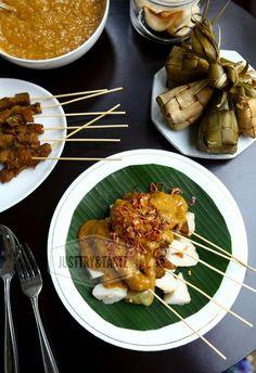 Sate Padang Favorit Abang Sate Padang, Sate Ayam, Asian Recipes, Healthy Recipes, Yummy Recipes, Healthy Food, Indonesian Cuisine, Indonesian Recipes, Satay Recipe