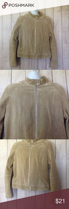 """Wilsons Leather Moto Jacket Maker: Wilsons Leather ♥ Material: Leather ♥ Color: Tan ♥ Measured Size: Pit to pit- 22"""" Pit to cuff- 17"""" Shoulder to waist- 21""""  ♥ Tag Size:  XL ♥ PLEASE CHECK YOUR ACTUAL MEASUREMENTS TO MAKE SURE IT IS THE RIGHT SIZE! THANKS!  ♥ Condition: Great Used Condition, Could be dry cleaned to look brad new. Ink pen mark on inside, please see pictures ♥ Item #: (office use only) B  Follow us for coupon codes  INSTAGRAM-thehausofvintage1984 Twitter- @hov1984 Facebook…"""