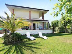 Ferienhaus (Villa) Chiara für 4 Personen  Details zur #Unterkunft unter https://www.fewoanzeigen24.com/italien/toscana/55042-forte-dei-marmi/Villa-mieten/27140:2092935955:0:mr2.html  #Holiday #Fewoportal #Urlaub #Reisen #FortedeiMarmi #Ferienhaus #Villa #Italien
