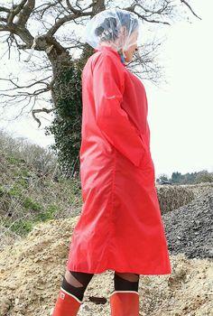 Red mack & rainbonnet