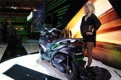 """Conheça a gama 2016 da Kawasaki com a nova scooter J125 e novas edições especiais """"Sugomi"""" para as Z1000 e Z800, Winter Test Edition para a Ninja ZX-10R e as ve"""