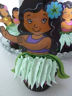 Hula girl cupcakes- This is such a cute idea for a Summer or Beach party!!!