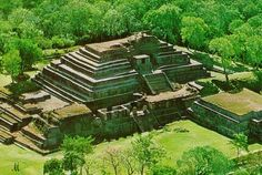 Tazumal, a Mayan ruin site, is in El Salvador. I'll be going to El Salvador for spring break so it is cool to see in advanced what I might be experiencing culturally. Aztec Ruins, Mayan Ruins, Maya Architecture, Quintana Roo, Inca, Archaeological Site, Central America, South America, Ancient Civilizations