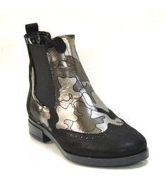f6c35575ae3 Gabina® : Елегантни дамски боти от черна естествена напа със сребрист  милитари принт