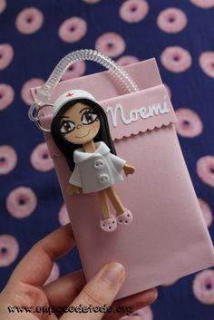 www.unpocodetodo.org - Salvabolsillos de Noemi Patri y Elena - Salvabolsillos - Broches - Goma eva - crafts - custom - customized - enfermera - enfermeria - foami - foamy - manualidades - nurse - personalizado - portabolis - 1