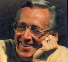 Charles Schulz http://old.bpsd.org/ims/Tech_Ed/8th%20Grade/Webpages_05-06/2nd-9wks_files/pd9/malareky.aryn/charles_schulz.htm