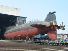 some interesting photos of a Delta III submarine 14 completed, 5 active). The first one is with the standard 5 blade propelers while the second is equipped with new 7 blade propelers. American Aircraft Carriers, Nuclear Submarine, Submarine Museum, Russian Submarine, Utility Boat, Cabin Cruiser, Navy Military, Submarines, Navy Ships