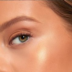 Fresh-faced summer GLOW with Nude Envie Golden cream highlighter set with the Goddess highlighter powder