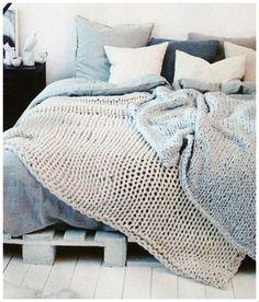 Wenn es draußen wieder kälter und dunkler wird, gibt es kaum etwas Schöneres, als es sich im Bett so richtig gemütlich zu machen...