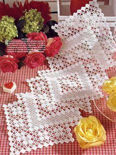 27 x 68 cm crochet runner Crochet Placemat Patterns, Crochet Table Runner Pattern, Crochet Borders, Crochet Diagram, Filet Crochet, Thread Crochet, Crochet Stitches, Crochet Dollies, Crochet Home