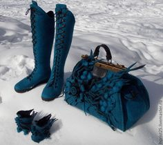 Beautiful felted boots and purse Felt Purse, Felt Hat, Wool Felt, Textiles, Felt Boots, Felted Slippers, Wet Felting, Purses And Bags, Shoe Boots