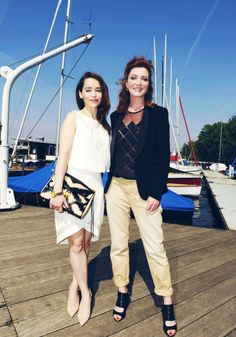 Mother of Dragons hangs out with the Mother of...um, Starks! I really want Michelle Fairley's outfit