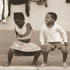 La vie est un ballet : on ne la danse qu'une fois . Proverbe Africain