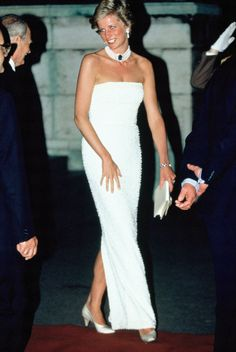 15 Princess Diana Outfits That You May Not Have Seen Before