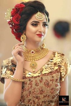 All Ethnic Customization with Hand Embroidery & beautiful Zardosi Art by Expert & Experienced Artist That reflect in Blouse , Lehenga & Sarees Designer creativity that will sunshine You & your Party Worldwide Delivery. Bridal Hairstyle Indian Wedding, Bridal Hair Buns, Indian Wedding Hairstyles, Indian Bridal Makeup, Elegant Hairstyles, Bride Hairstyles, Long Hairstyles, Bridal Updo, Picsart