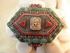 """""""Ga,u"""". Colgante etnico de plata, turquesas y coral. Tibet. Foto 2"""