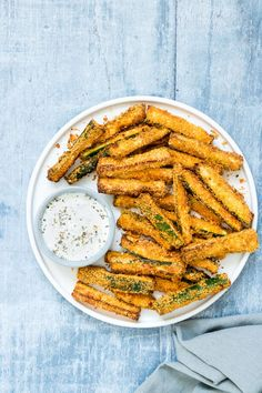 Air Fryer Zucchini Fries are the perfect starter, side dish or snack. Totally crave-worthy, these Parmesan zucchini fries are crisp and golden on the outside, yet moist and tender on the inside. Air Fryer Recipes Zucchini, Air Fryer Dinner Recipes, Air Fryer Recipes Easy, Parmesan Zucchini Fries, Zucchini Chips, Zucchini Sticks, Air Fryer Recipes Weight Watchers, Air Fryer Cooking Times, Cooking Recipes