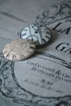 Love these buttons-could transfer prints to wood buttons.