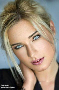 head shot blonde light blue eyes, love her looks bel enigma Stunning Eyes, Gorgeous Eyes, Pretty Eyes, Amazing Eyes, Girl Face, Woman Face, Beauté Blonde, Most Beautiful Women, Beautiful Figure