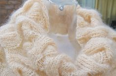 cowl in mohair,color Sand.