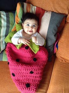 Sacos para capazo y silla - Saco bebé fresa - hecho a mano por pekenia_laura en DaWanda