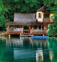 Sure, I'd make that my summer lake house. Now that is on the lake!!!