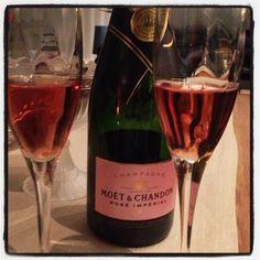 God nyttårsfeiring til alle! #bobler #rosa #finestart #nyttår #godevenner #glederosstilmiddag